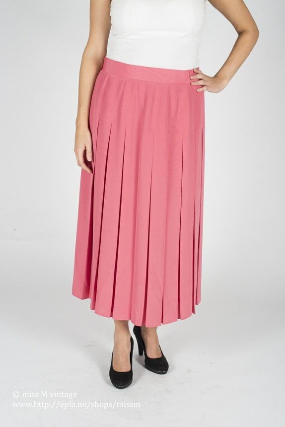 4b1044f3 Kult rosa swing skjørt fra rundt 80-tallet. Legglangt og i pliseefolder.  Glidelås og knapper i siden for lukking.