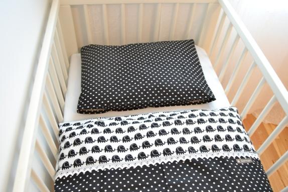 Utmerket Baby sengesett. Svart og hvitt. 65x80. - Epla XJ-35