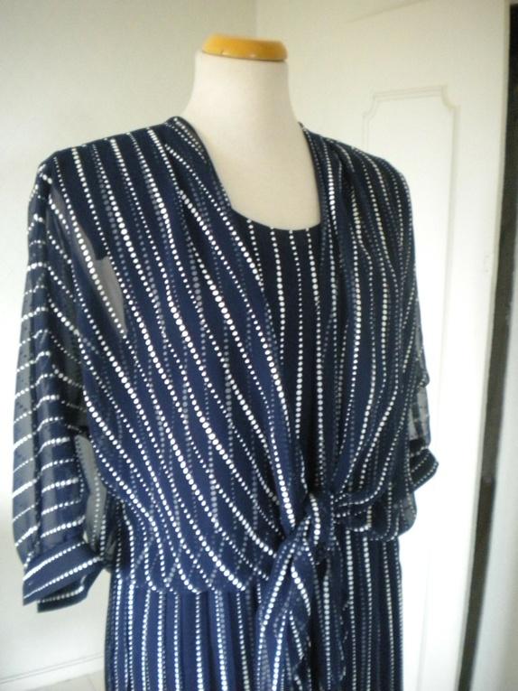 ebe9a09f Buy stil 7651 symønster forkle kjole fra 1970 tallet. Shop every ...