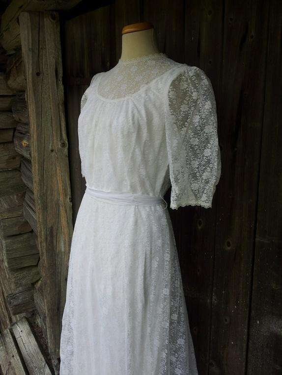 73cb92eb Str 44/46. Det er vanskelig å finne vintage brudekjoler i større  størrelser. Denne vakre kjolen er en av de få større jeg har.