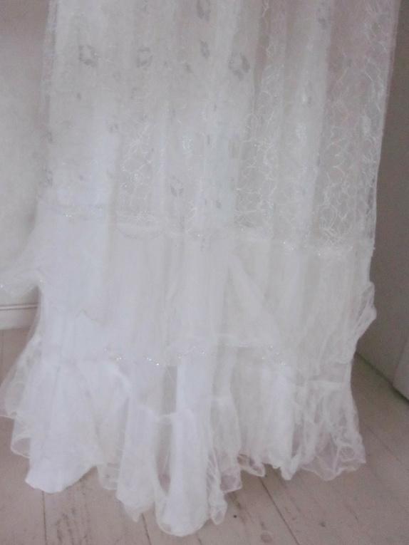 bbf13c4e Str 44/46. Til bruden som vil glitre: Kjole fra 70-tallet med sølv-blonder  over hele kjolen. Denne kjolen har jeg forenklet litt, den hadde masse  rysjer som ...