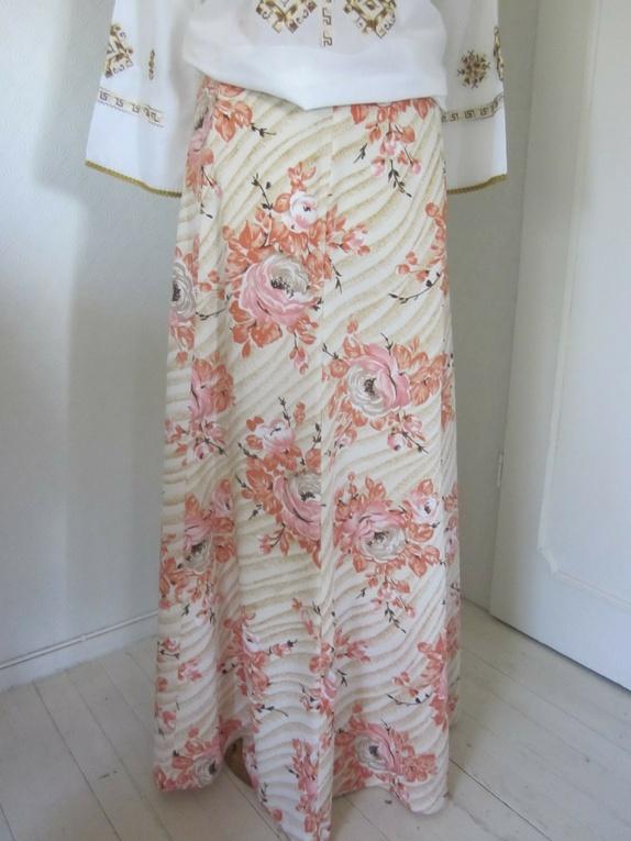 a23ffe7c6 Find every shop in the world selling mørk lilla kjole fra 80 tallet ...