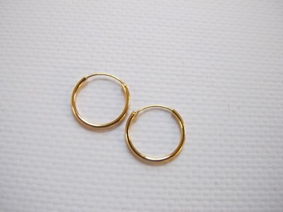 Øreringer 18 karat goldfilled - Norge - Øreringer 18 karat goldfilled Søte øreringer i 18 karat goldfilled. Øreringene er 16 mm i diameter.Allergi vennlige Øredobbene kommer i en søt gaveeske. - Norge