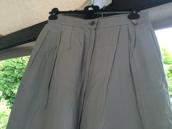 Vintage skinnbukse fra Etienne Aigner - Norge - Vintage skinnebukse fra Etienne Aigner.Farge: grå Flott skinn.Vide ben. Typisk tidlig 80-talls.Str. 42, GB16 - Norge