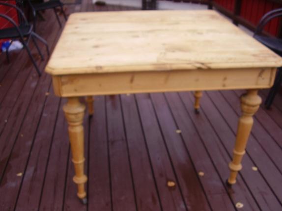 Antikk spisebord til salgs