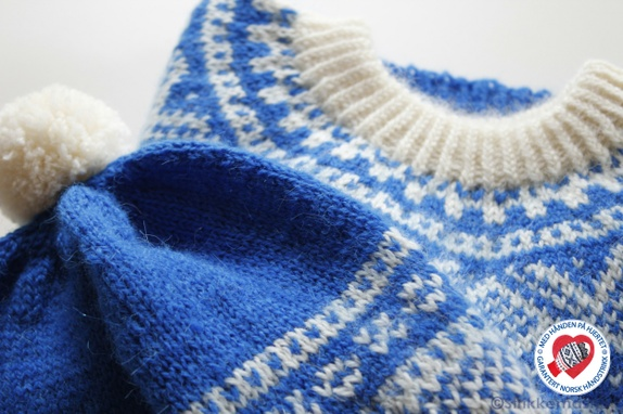 feb3497b Håndstrikket Marius genser med lue i mykeste tynn alpakka! Fin genser i det  klassiske Marius-mønsteret! Mariusgenseren har jeg strikket i to klare  farger.