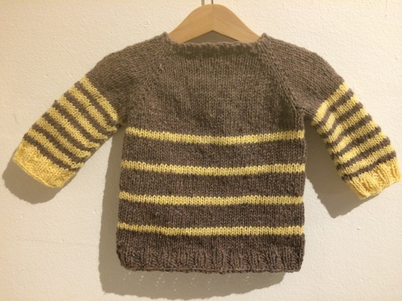 a7e0add8 Brun og gul genser. Det brune garnet er Tweedy fra Pickles, 100 % ull. De  gule stripene er strikket av dobbelt garn, Lanett babyull fra Sandnes Garn  og ...