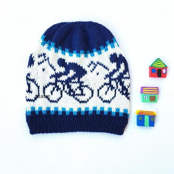 Artic race - lue i merinoull - Norge - Sykkelløp/ Artic race - myk og varm lue fra MaBe**** Flott lue med ivrige syklister.Dette er lua for sykling på vårkvelder, høstmorgener og vinterdager :) Husk hjelm :) Den er strikket i ett nydelig lett kløfritt merinoullgarn. Eget design.** - Norge