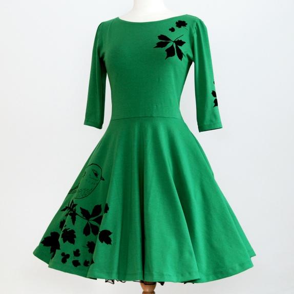 Kjole med silketrykk grønn med ermer