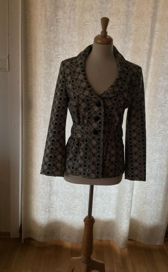 * Elegant kort  sommerjakke - Norge - Kort jakke med mønster. Pent brukt. - Norge