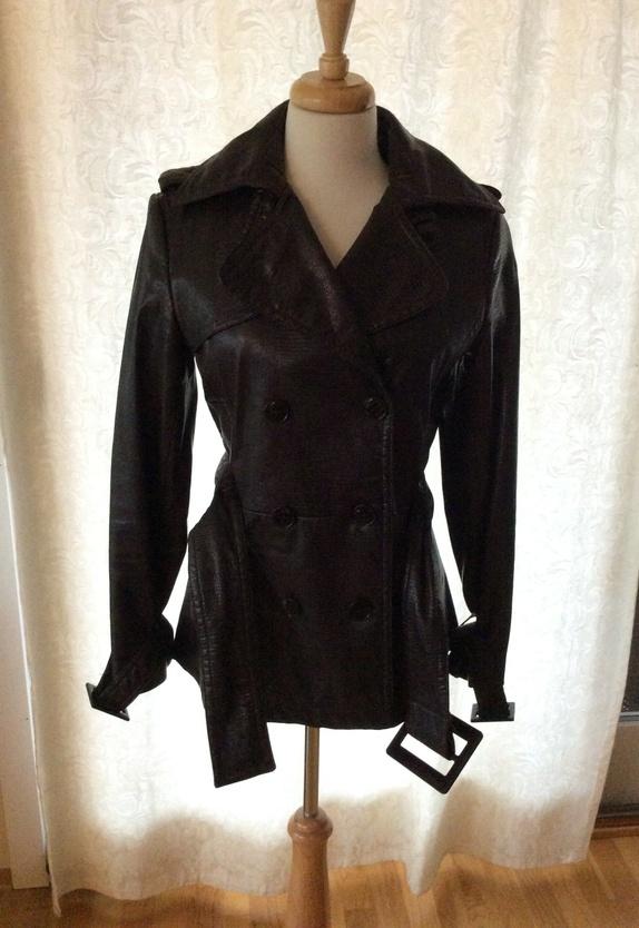 * Sara kort jakke - Norge - Kort mørk brun jakke fra Sara. Mange fine detaljer. Str M - Norge