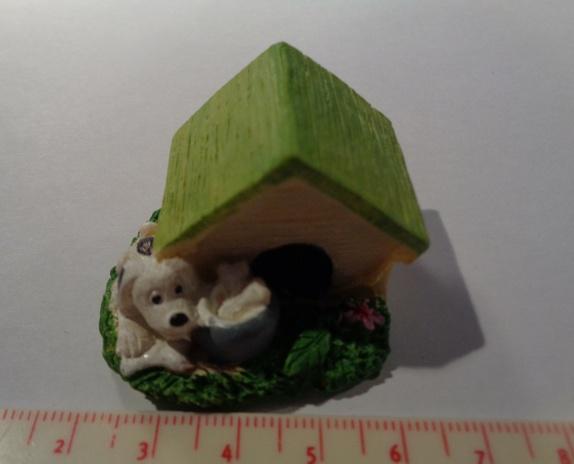 Hund Miniatyr hus / hundehus til miniatyrdekorering - Norge - Hund Miniatyr hus / hundehus til miniatyrdekorering Str: 4,3 x 2,9 Se bilder for ideer av hva du kan lage med miniatyrfigurer, bilder er lånt fra Pintrest. Blir det betalt for mye i porto, blir det tilbakebetalt til deg. - Norge