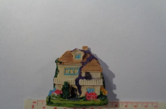 Miniatyr hus til miniatyrdekorering - Norge - Miniatyr hus til miniatyrdekorering Str: 5,5 x 5,6 cm Se bilder for ideer av hva du kan lage med miniatyrfigurer, bilder er lånt fra Pintrest. Blir det betalt for mye i porto, blir det tilbakebetalt til deg. - Norge