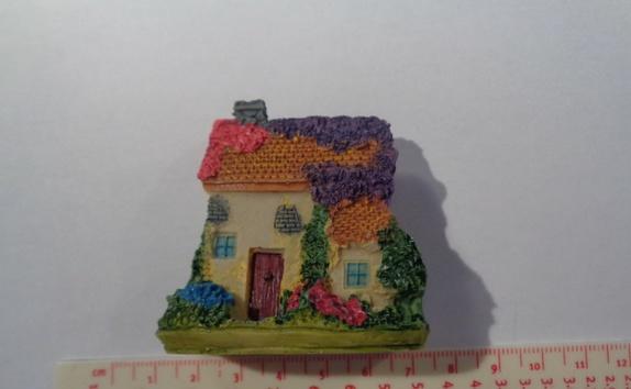 Miniatyr hus - Norge - Miniatyr hus til miniatyrdekorering Str: 5,4 x 5,5 cm Se bilder for ideer av hva du kan lage med miniatyrfigurer, bilder er lånt fra Pintrest. Blir det betalt for mye i porto, blir det tilbakebetalt til deg. - Norge
