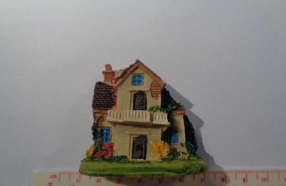 Miniatyr hus - Norge - Miniatyr hus til miniatyrdekorering Str: 5,5 x 5,4 cm Se bilder for ideer av hva du kan lage med miniatyrfigurer, bilder er lånt fra Pintrest. Blir det betalt for mye i porto, blir det tilbakebetalt til deg. - Norge