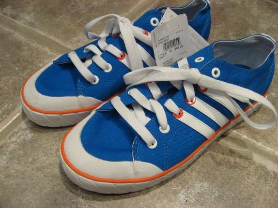 Adidas juniormodell, str. 38 2/3, nye - Norge - Nye og ubrukte sko fra Adidas. Juniormodell, str. 38 2/3.Med lappen på.Nypris: 349 kr Når du handler i butikken min, betaler du frakt på bare ett produkt. Dette blir gjort automatisk når du bestiller, frakten på det største/tyngste produktet - Norge